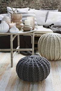Des poufs en laine pour votre nouvelle maison Villas Club